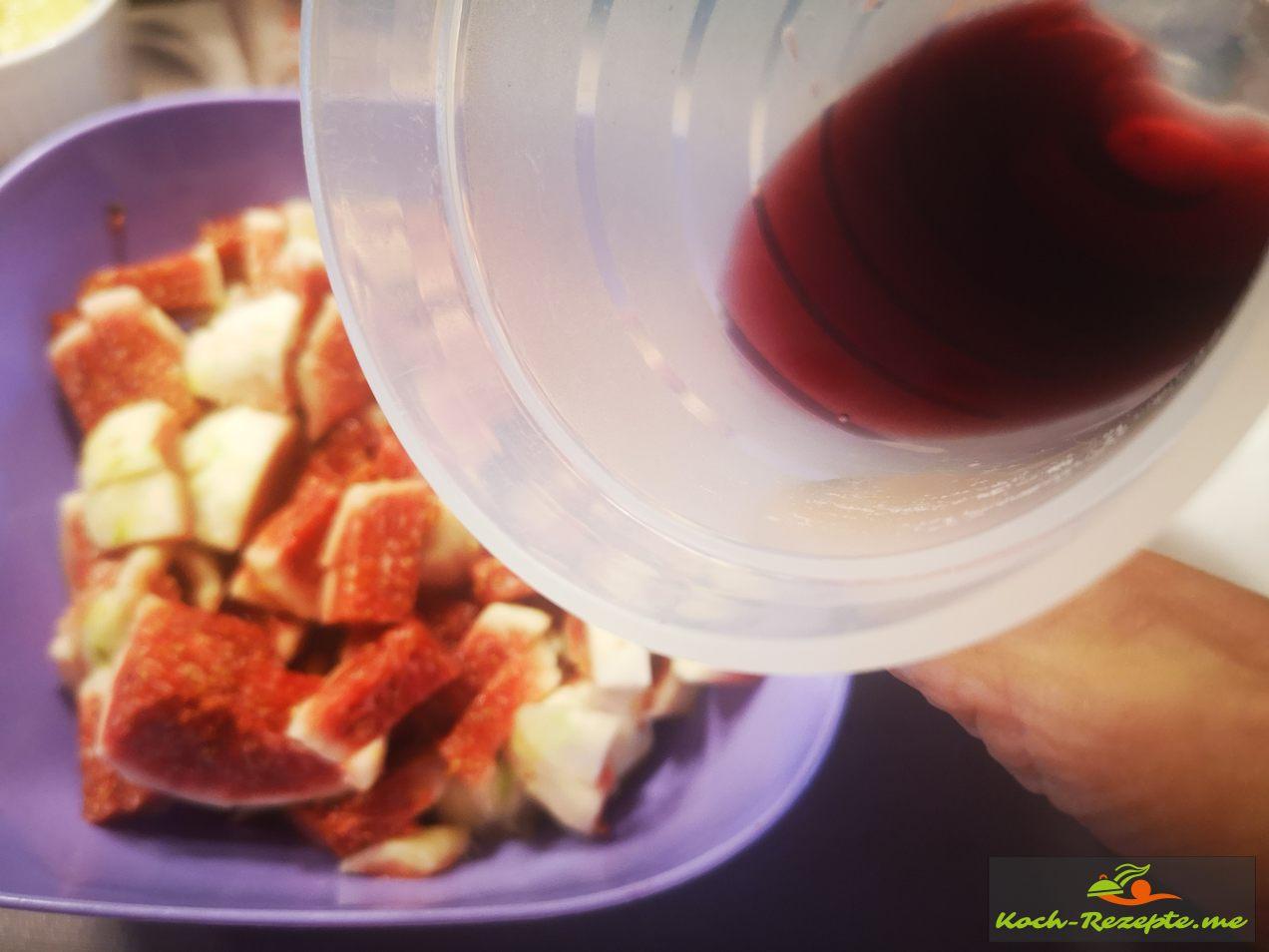 in die Feigenmasse  Rotwein geben