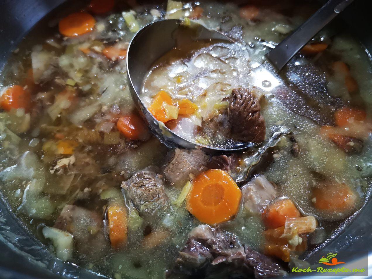 Nach 3 Stunden kochen eine gute Rindfleischbrühe, wichtig ohne Salz kochen