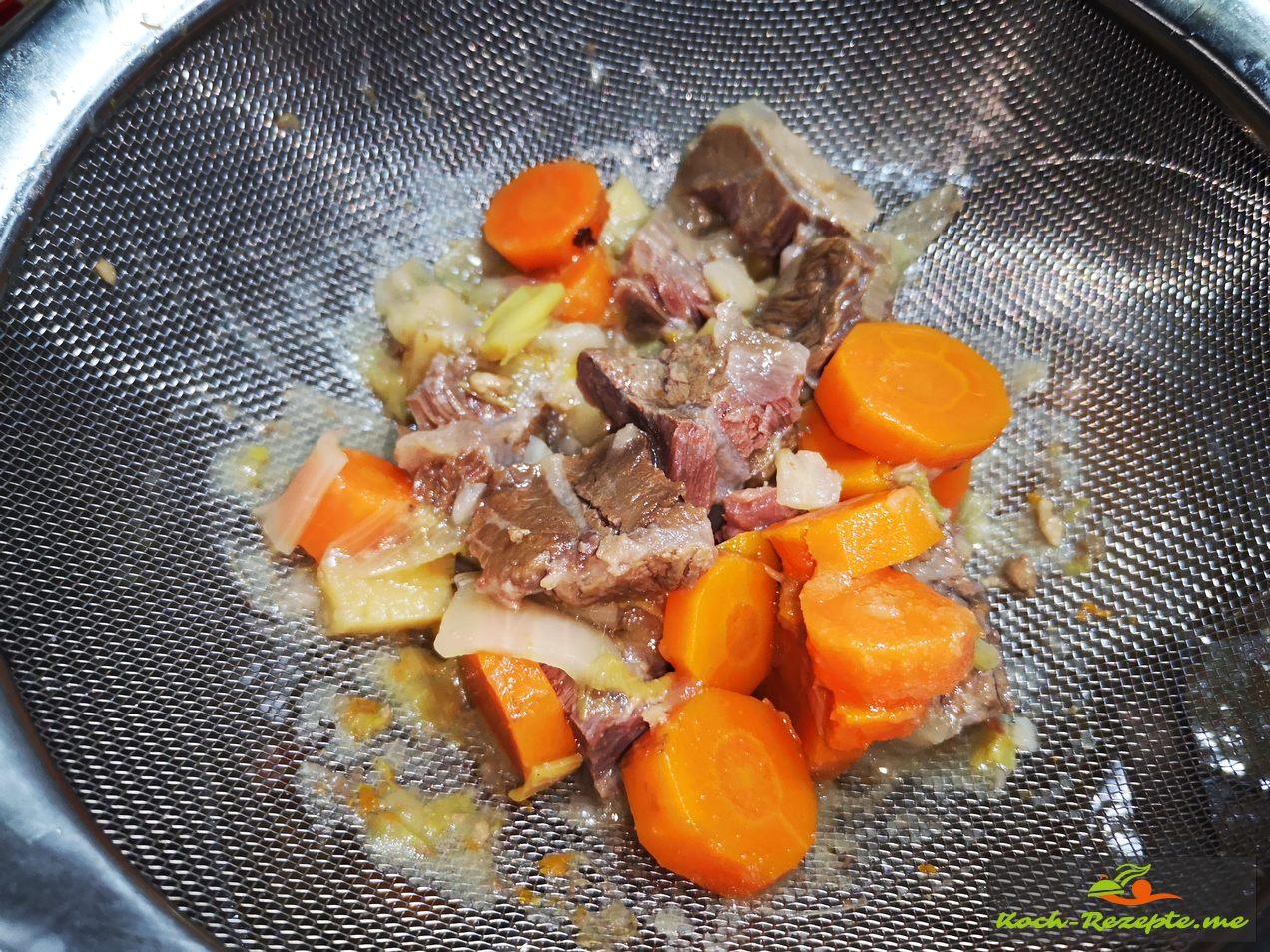 dann wer mag aus der Rinderbrühe das Gemüse mit Fleisch geben