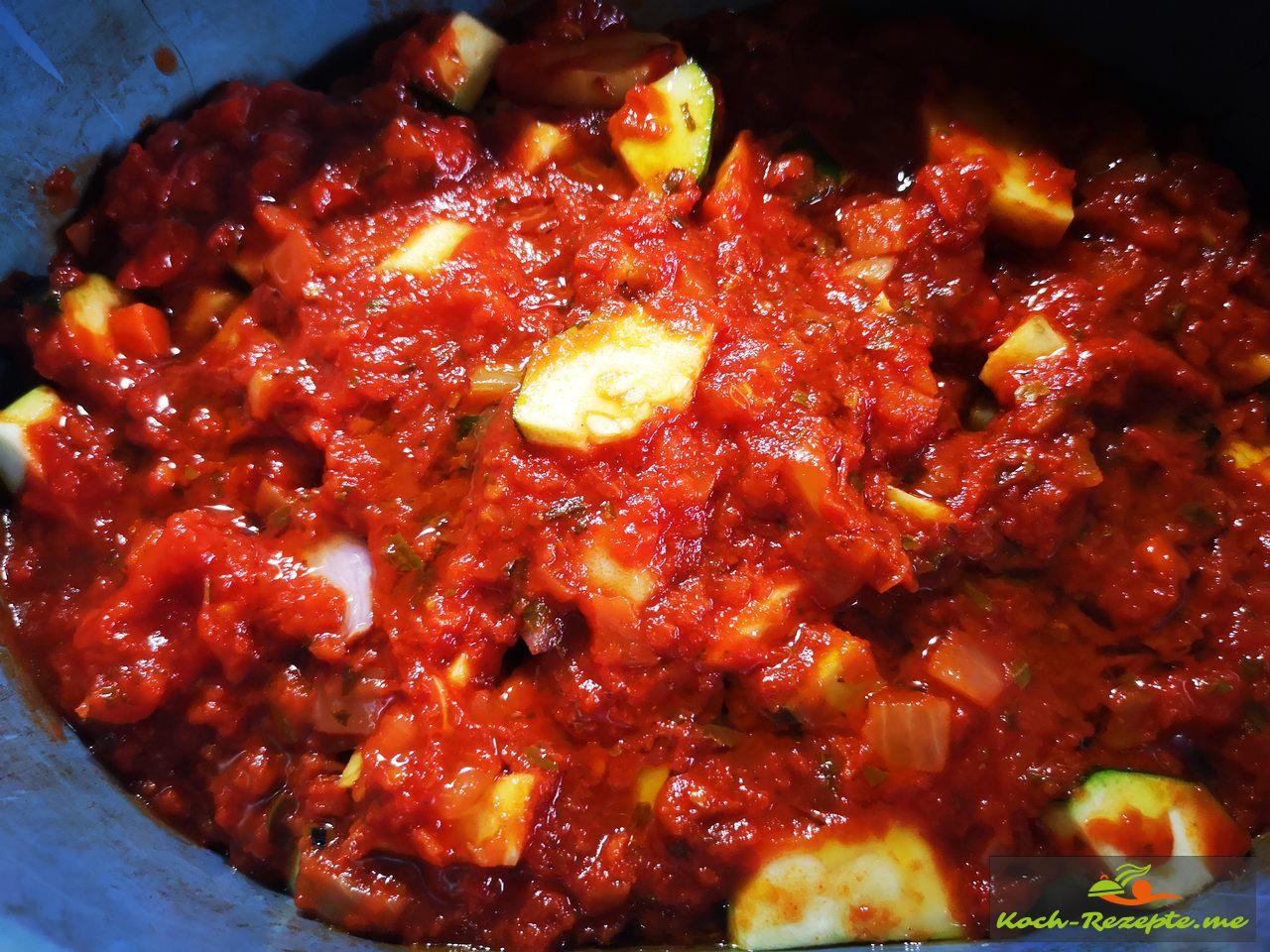 meine selbstgemachte Paprikasauce und Tomaten