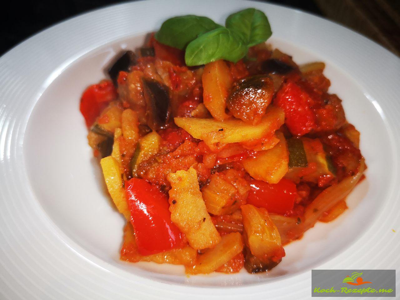 Ratataouille Gemüse Gericht angerichtet