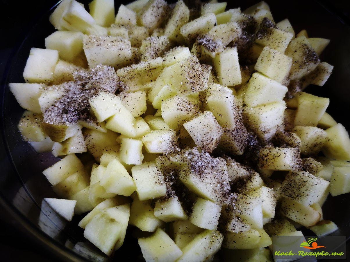 Äpfel in Würfelgeschnitten und mit Vanillezucker gezuckert