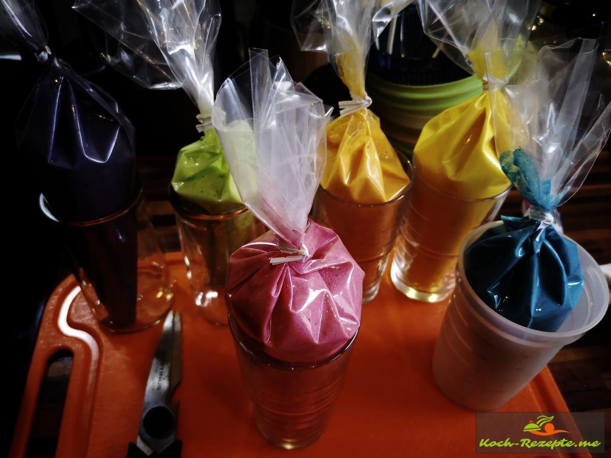 Farben abgefüllt in Spritztüten