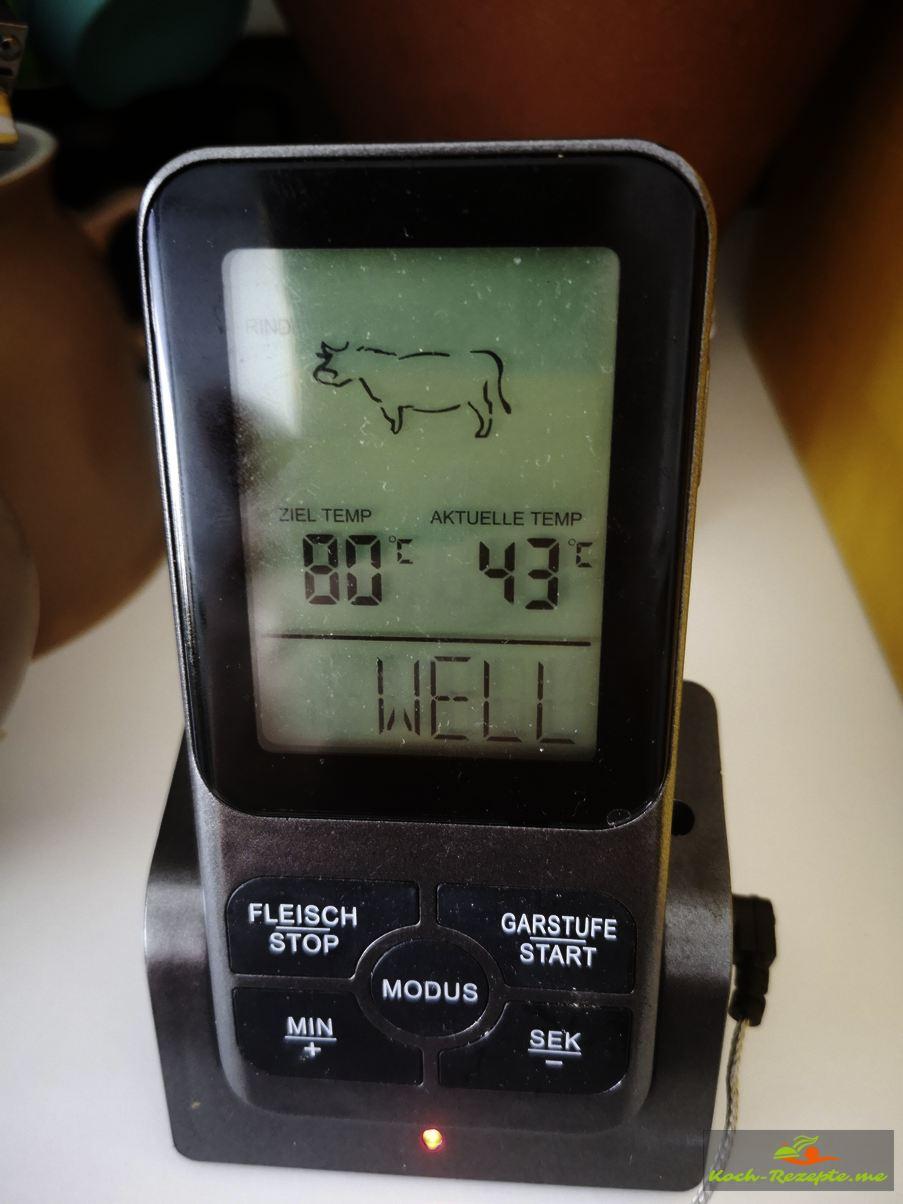 Mit einem Thermometer