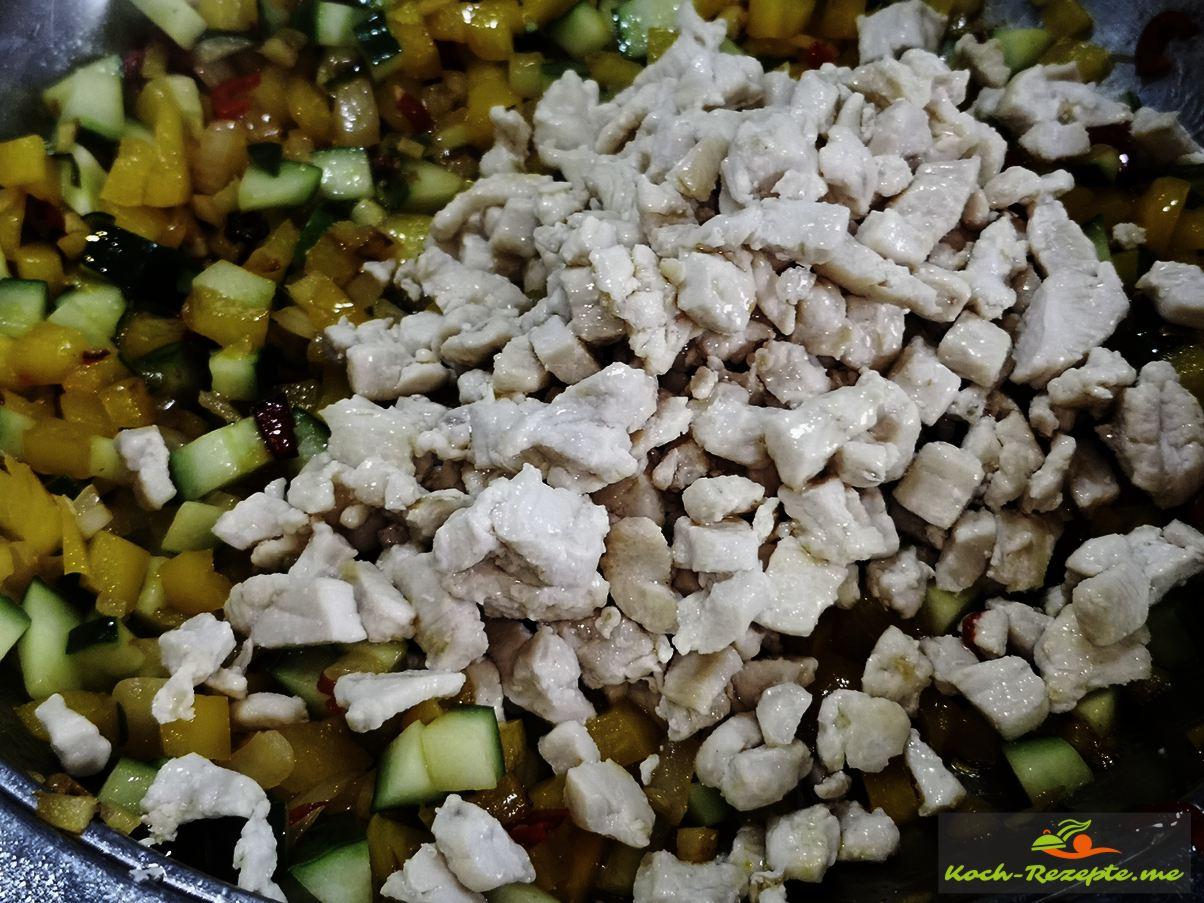 Hähnchenwürfel unter Laap Gai Rezept, Hähnchensalat heben