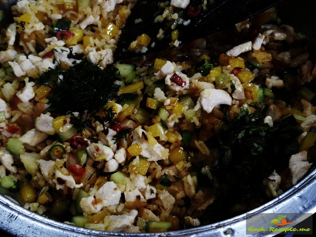 Dill und Minze unter Laap Gai Rezept, Hähnchensalat  geben